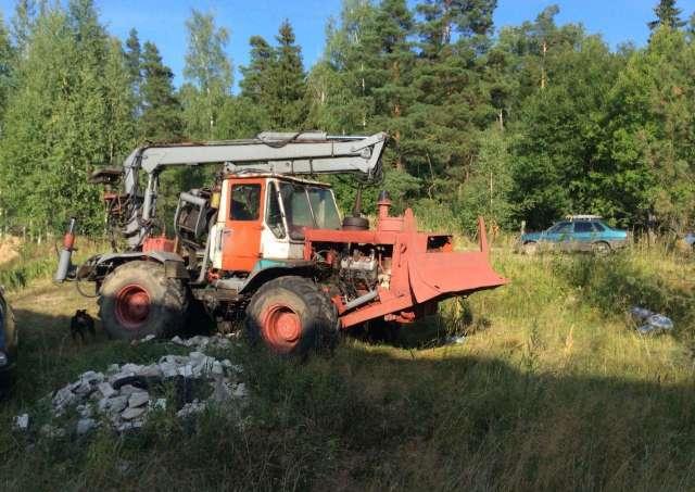 Трактор Т-150 в метро Буревестнике. Цена 320 рублей